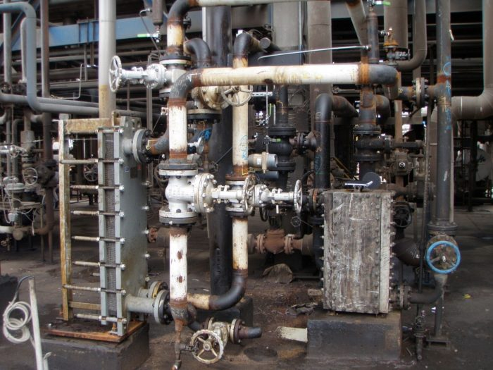 Pictured: Heat exchanger for contaminated water (left side) which replaced heat exchanger with a different structure (right side) which did not meet previous experiment requirements.